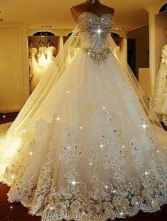 I would love to be planning a wedding & the bride walks out in this!