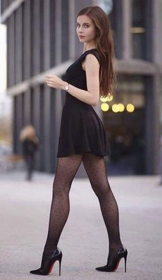 Pantyhose Outfits, Pantyhose Legs, Pantyhose Skirt, Nylons, Beautiful Legs, Gorgeous Women, Beautiful Pictures, Tight Dresses, Sexy Dresses