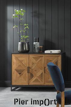 Buffet de rangement en bois et métal. Ce meuble présente 3 portes, avec un tiroir derrière chaque pour un rangement optimisé. Le contour du buffet est en bois noir, et la façade en marqueterie couleur bois naturel. Les motifs rendent ce meuble original, il s'intégrera dans une salle à manger à a la décoration moderne. Dimensions du buffet AUSTIN : largeur 117 cm - hauteur 87 cm. Buffet parfait pour un style contemporain. Complétez la collection : livraison offerte chez Pier Import ! Decoration, Credenza, Pier Import, Buffets, Cabinet, Motifs, Storage, Parfait, Dimensions