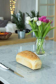 Freshly Baked, Bread Baking, Hot Dog Buns, Bread Recipes, Sweet Recipes, Hamburger, Homemade, Food, Bread Making