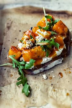 This Roasted Pumpkin, Cheese and Arugula Bruschetta is the perfect autumn appetizer. This Roasted Pumpkin, Cheese and Arugula Bruschetta is the perfect autumn appetizer. Vegetarian Recipes, Cooking Recipes, Healthy Recipes, Bread Recipes, Cooking Tips, Roast Pumpkin, Baked Pumpkin, Cheese Pumpkin, Pumpkin Recipes