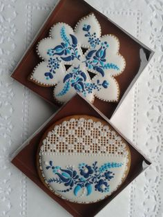 blue Hungarian-style embroidery lace cookies