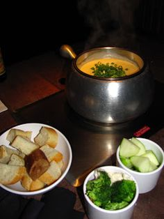 The Melting Pot Garlic Herb Cheddar Fondue Love the cheese fondues served at The Melting Pot restaurant? Here is the recipe for their Garlic Herb Cheddar Fondue ! Melting Pot Recipes, Fondue Party, Copycat Recipes, Bacon, Favorite Recipes, Dinner, Cooking, Brie, Ethnic Recipes