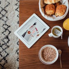 Réveil en douceur…  #verymojo #montre #watch #wakeup #sundaymorning #morning #sunday #food #instafood #brunch #breakfast ► www.verymojo.com ◄