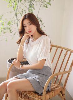 Three Tier Skort in 2020 Pretty Asian Girl, Cute Asian Girls, Beautiful Asian Women, Korean Dress, Korean Outfits, Ulzzang Fashion, Asian Fashion, Women's Fashion, Mini Skirt Style