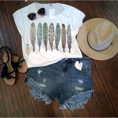 Talk about a perfect concert outfit from Apricot Lane, Folsom CA! Which one of the Palladio Summer Concert Series events would you rock this to?