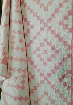 Glorious baby quilts to make Cute Quilts, Pink Quilts, Girls Quilts, Baby Quilts, Scrappy Quilts, Antique Quilts, Vintage Quilts, Patch Quilt, Quilt Blocks