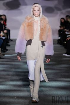 Marc Jacobs - Ready-to-Wear - Fall-winter 2014-2015 - http://www.flip-zone.net/fashion/ready-to-wear/fashion-houses-42/marc-jacobs-4540 - ©PixelFormula