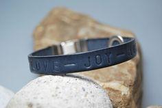 Lederarmband blau - grau  - Hope - Love - Joy von DaiSign auf DaWanda.com
