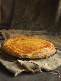Milktart is a classic South African teatime treat. Here I give all the different pastries and filling options! Melktert Recipe, Cookie Recipes, Dessert Recipes, Desserts, Best Pizza Dough Recipe, Dream Recipe, Milk Tart, Healthy Bars, Good Pizza