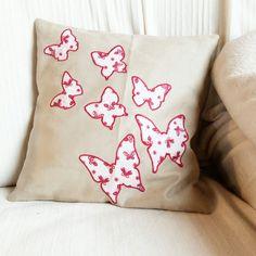 Kissen mit Schmetterlingen  Applikationen Throw Pillows, Bed, Home, Applique Pillows, Kunst, Toss Pillows, Cushions, Stream Bed, Ad Home