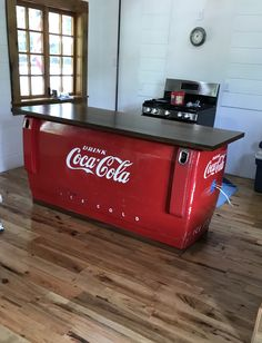 antique coca cola cooler turned into a kitchen island Coca Cola Cooler, Pepsi Cola, Red Kitchen, Kitchen Decor, Kitchen Island, Rustic Kitchen, Coca Cola Addiction, Coca Cola Kitchen, Coca Cola Decor
