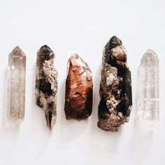 Crystals for travel: 6 gems that'll ease trip worries Minerals And Gemstones, Crystals Minerals, Rocks And Minerals, Stones And Crystals, Crystal Magic, Crystal Grid, Quartz Crystal, Crystals For Travel, Crystal Aesthetic