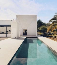 "VISUAL PLEASURE Magazine's Instagram post: ""Villa in Ibiza by Pascal Cheikh Djavadi • Photography by Kelosa • via @worldarchitecturedesign"" Modern Pools, House Goals, Pool Designs, Modern House Design, Exterior Design, Landscape Design, Architecture Design, Swimming Pools, Porsche"