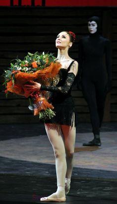 """<<Svetlana Zakharova (Bolshoi Ballet) after a performance of """"Carmen - Suite"""" at the Mariinsky Theatre, February Dance All Day, Just Dance, Royal Ballet, Bolshoi Ballet, Ballet Dancers, Alvin Ailey, Body Painting, Ballet Dance Photography, Mikhail Baryshnikov"""