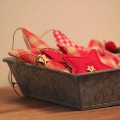 Décorations de Noël en tissu (+ gabarit en forme d' étoile)... Christmas fabric ornaments