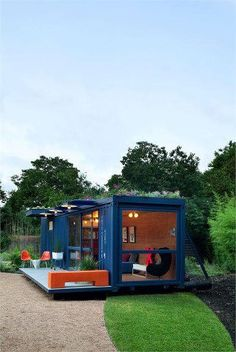Container Guest House in San Antonio, Texas. Great solution for a guest house repurposing a shipping container which otherwise would be cluttering our land fields. By Poteet Architects. Container Buildings, Container Architecture, Box Architecture, Sustainable Architecture, Prefab Cabins, Prefab Homes, Container Design, Container Office, Container Cabin