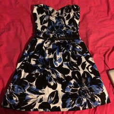 Flower Dress Blue, black, and white dress with black belt. Has only been worn once. Strapless. Bright green/yellow zipper on back of dress. Size 5 in juniors. Runs on the small side. Accepting offers. Speechless Dresses