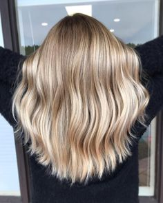 Natural sandy blonde ombre hair look blond 70 The Best Modern Haircuts & Hair Colors For Women Over 30 Blonde Ombre Hair, Sandy Blonde Hair, Blonde Hair Looks, Ombre Hair Color, Hair Color Balayage, Ombre Hair For Blondes, Blond Hair Colors, Dying Hair Blonde, Natural Ombre Hair