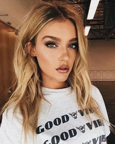 these lips are to die for!!! bronze look.. (though i seen in another pic of this makeup that they were mauve lol) but this is so pretty