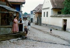 Fascinating Color Photographs Capture Everyday Life in Austria, Romania and Ireland in the and Early Inge Morath, Art Corner, Street Photographers, Magnum Photos, Color Photography, South America, Austria, Vintage Photos, Around The Worlds