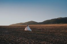 love this bridal inspiration of a bride in an open field!  #Weddingphotography #Weddinginspo