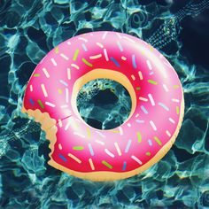 "Our gigantic Donut Floatie comes with delicious strawberry frosting and colorful sprinkles, try not to take a bite out of this float! Features: High quality extra thick fabric Tasty strawberry frosting with sprinkles Giant size Dimension L: 47"" (120cm) W: 47"" (120cm) D: 7"" (18cm)"