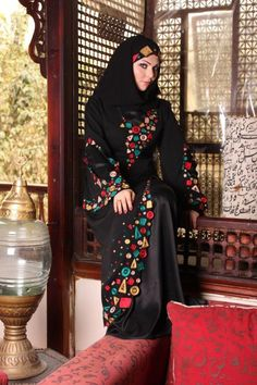 Latest abaya styles 2013 in black color,abayas for online buying with hand work and stone work abayas in arabic styles,new styles of abayas Abaya Designs Dubai, Black Abaya, Abaya Fashion, Hijab Outfit, Traditional Dresses, Stylish, Clothes, Abayas, Caftans