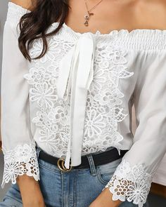 Lace blouse and jeans Trend Fashion, Look Fashion, Casual Skirt Outfits, Blouse Outfit, Ladies Dress Design, Latest Fashion For Women, Blouses For Women, Ladies Blouses, Lace Detail