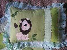 almofada patchwork leão