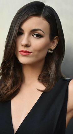 Trending Celebrity News, Celebrity Style, Victoria Justice, Summer Hair Color For Brunettes, Elizabeth Gillies, Hair Highlights, Summer Hairstyles, Woman Crush, Ombre Hair
