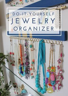 Cleaning Jewelry DIY Jewelry Organizers - Simple and cup hooks come together to create a stunningly simple yet perfectly functional DIY Jewelry Organizer! Diy Jewelry Rings, Diy Jewelry Unique, Diy Jewelry To Sell, Diy Jewelry Holder, Clean Gold Jewelry, Diy Jewelry Making, Necklace Holder, Jewelry Box, Jewelry Drawer