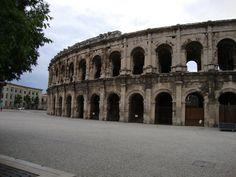 Wieder auf dem Jakobsweg: Tag 31, Nimes. Nimes, Hotel Caesar. Der Himmel über Carcassonne ist bedeckt. Es ist windig und kühler geworden. Die unangenehme Asphalttippelei...