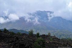 De trekpleister van Sicilië is de nog altijd werkende vulkaan de Etna. De vulkaan ligt op het oostelijk deel van Sicilië tussen de grote steden Catania en Messina en is onderdeel van het nationaal Mount Etnapark. De Etna is ruim 3000 meter hoog, heeft meerdere kraters en is een van de actiefste vulkanen op Aarde. Op de hellingen vind je fruitboomgaarden en wijngaarden die goed gedijen op de vruchtbare vulkanische bodem. De Etna is te bezoeken aan zowel de noordkant als aan de zuidkant.