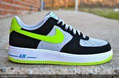 Nike Air Force 1 – Silver Elephant – Black – Volt