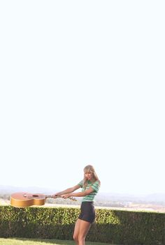 This gif is just too adorable! Taylor Swift.