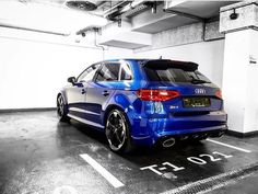 Why can't all garages be blue? Audi Sport, Sport Cars, Audi Rs3, Audi Quattro, Taxi, Cool Cars, Dream Cars, Blue And White, Garages