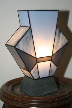 """Lampe Art Déco Vitrail Tiffany """"Simplissime Jean's"""" Socle béton ciré"""