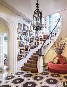Gallery Wall Dining Room : Mario Buatta Decorates a Stately Charleston Mansion for Patricia Altschul : Architectural Digest Architectural Digest, Patricia Altschul, Mario Buatta, Apartment Decoration, South Carolina Homes, Decoration Chic, Flur Design, Interior And Exterior, Interior Design