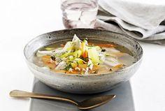 Kyllingesuppe med perlespelt, suppeurter og krydderurter