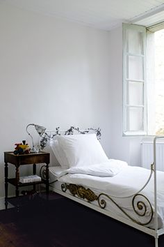 Bedroom, French, white
