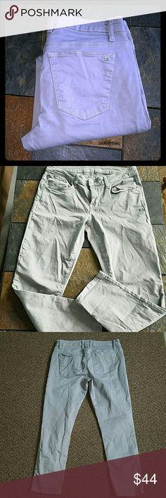 Joe's jeans crops 28 Grey The best friend. 89% cotton 2% elastane.waist. waist 32 rise 8.5 inseam 26 ankle 6. EUC Joe's Jeans Jeans Ankle & Cropped