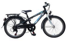 De Volare Aluminium City Blade 20 inch met Shimano Tourney 6 versnellingen is super mooi, stoer en een modern aluminium Triangle frame. Elke jongen maakt met deze fiets de Blitz. Alles op deze fiets is van kwaliteit, zoals binnenwerk onderdelen en crankset van Merk leveranciers, extra stevig oversized voorframe. Gewoon een fantastische fiets. Deze fiets is geschikt voor jongens in de leeftijd van 6-8 jaar.