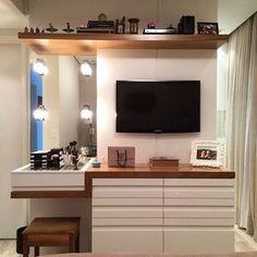 Penteadeira super funcional, serve de cômoda, painel para TV e também é o cantinho da maquiagem, ...