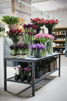 Awesome Florist Shop Design and Decor Ideas 28 - Awesome Indoor & Outdoor Flower Shop Interiors, Winston Flowers, Flower Shop Design, Flower Bar, Flower Boutique, Flower Studio, Garden Shop, Flower Market, Planting Flowers