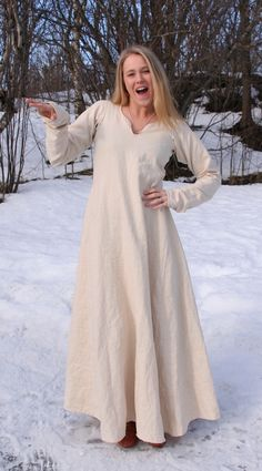 underdress for viking garb Viking Dress, Viking Costume, Medieval Costume, Medieval Dress, Norse Clothing, Medieval Clothing, Historical Clothing, Historical Photos, Vestidos Viking