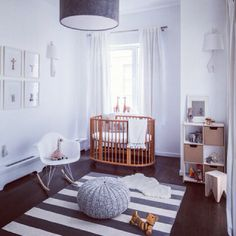 A babyroom with class#baby#room#babyroom#sweet#stokke#bed#stokkebed#giraffe#eames#chair#light#want#design#interior#home#lovely#babynes...