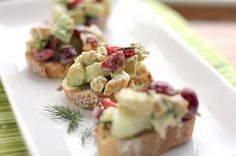 summer chicken salad with avocados and cherries! i want to eat this asap. Avocado Salat, Avocado Chicken Salad, Chicken Salad Recipes, Recipe Chicken, Healthy Chicken, Healthy Foods, Wine Recipes, Real Food Recipes, Yummy Food