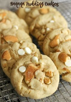 All the deliciousness of a bowl of banana pudding and 'nilla wafers in cookie form! These Banana Pudding Cookies will knock your socks off! Banana Pudding Cookies, Banana Pudding Recipes, Brownie Recipes, Cookie Recipes, Dessert Recipes, Fruit Dessert, Baked Banana Pudding, Homemade Banana Pudding, Chocolate Pudding