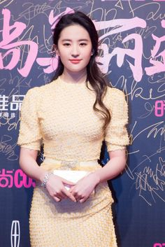 China Entertainment News: Actress Liu Yifei at fashion event Pretty Asian Girl, Pretty Woman, Live Action, Covet Fashion, High Fashion, Ulzzang Korean Girl, China Girl, Chinese Actress, The Most Beautiful Girl